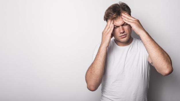 Đau đầu dữ dội là một trong những triệu chứng của cao huyết áp