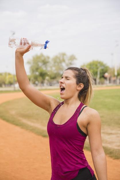 Uống nước đúng cách khi tập gym